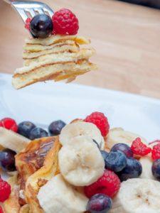 Hot Cakes de Proteina con fruta